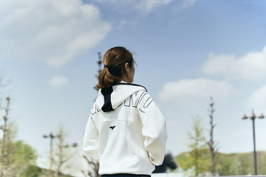 ホワイト ブレスサーモウォーマージャケット