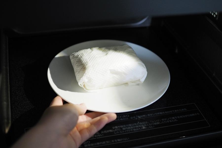 豆腐を水切りする