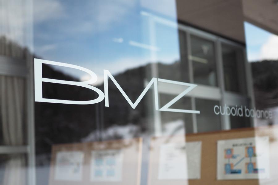 スポリート編集部は、群馬県にあるBMZのスタジオにお邪魔し、取締役社長の高橋毅さんにお話を伺ってきました。
