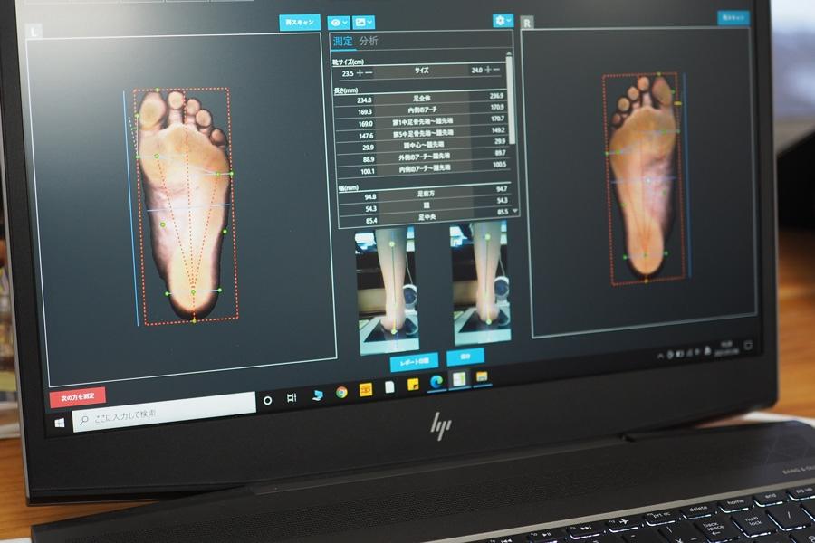 BMZのスタジオで足型の測定もしてもらいました。指がきちんと使えているか、アーチがどれだけ下がっているか、どんなケガに注意が必要か…など、様々な情報を出してもらえます。